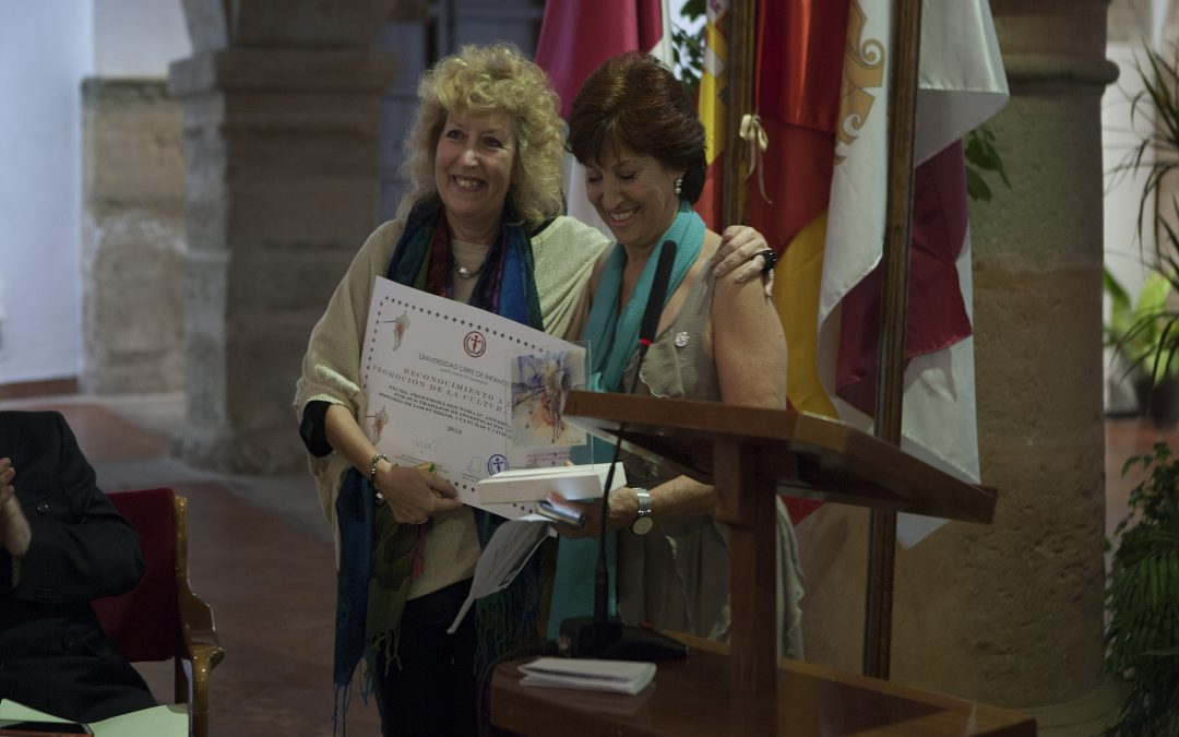 Associada fundadora do IEAC-GO recebe distinção em Espanha